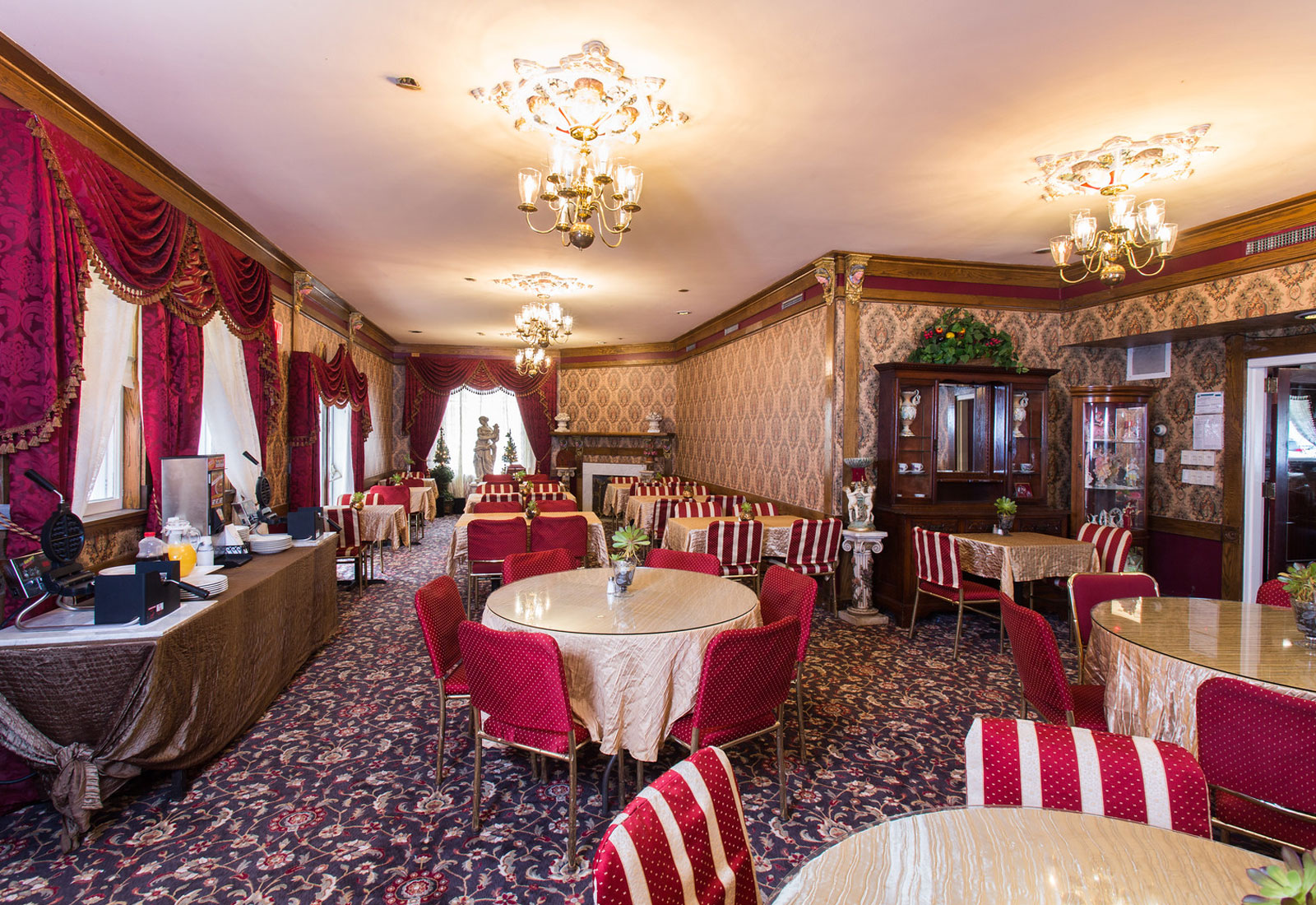 Dining Facilities at Queen Anne Hotel