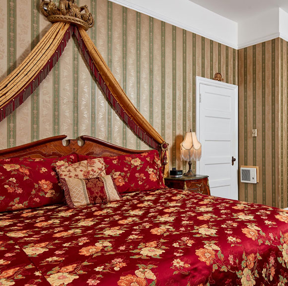 Deluxe King Accessible at Queen Anne Hotel