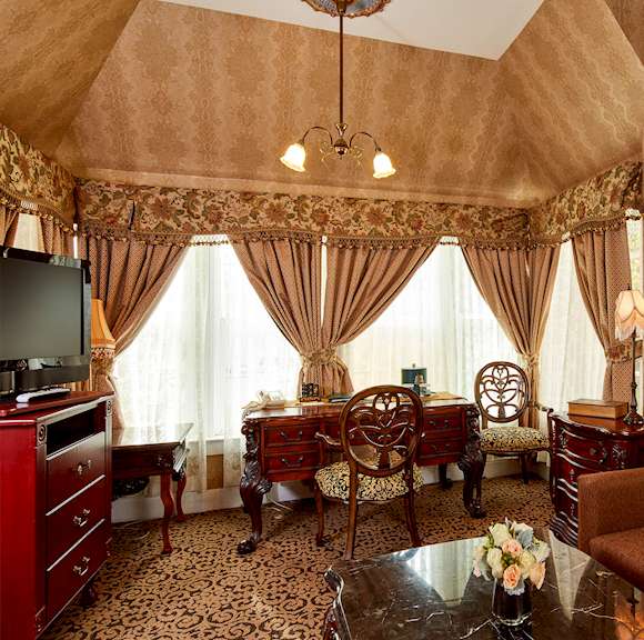 Executive Suite at Queen Anne Hotel