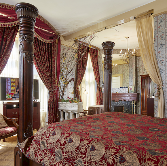 Garden Suite With Two Fireplaces at Queen Anne Hotel