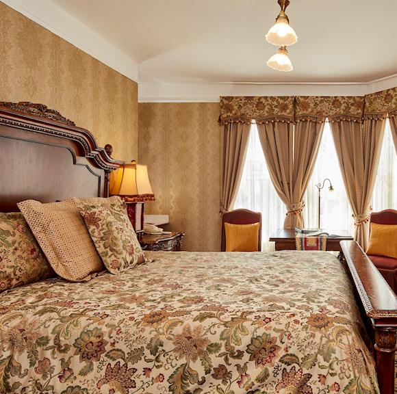 Queen Anne Hotel Jacuzzi Suit