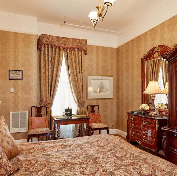 Victorian King, Queen Anne Hotel