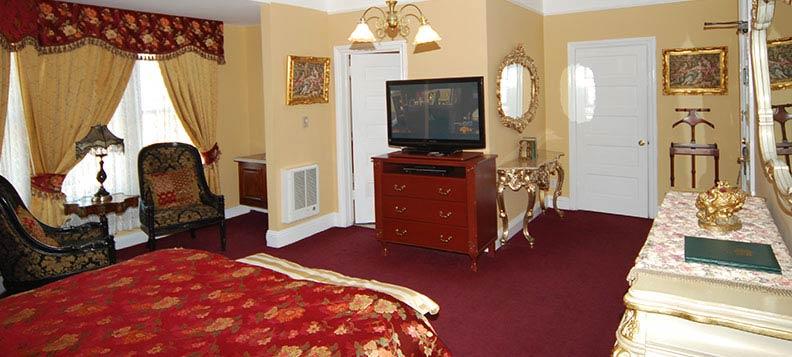 Spacious & Elegant Guestrooms at Queen Anne Hotel